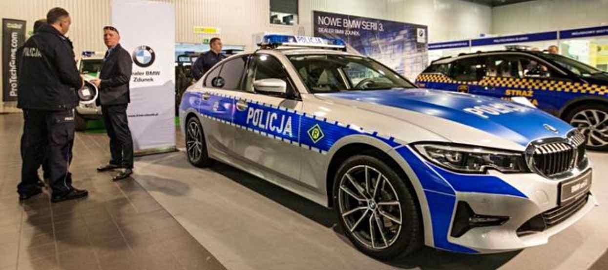"""Policjanci przesiadają się do """"limuzyn"""". Nowe radiowozy BMW zapierają dech"""