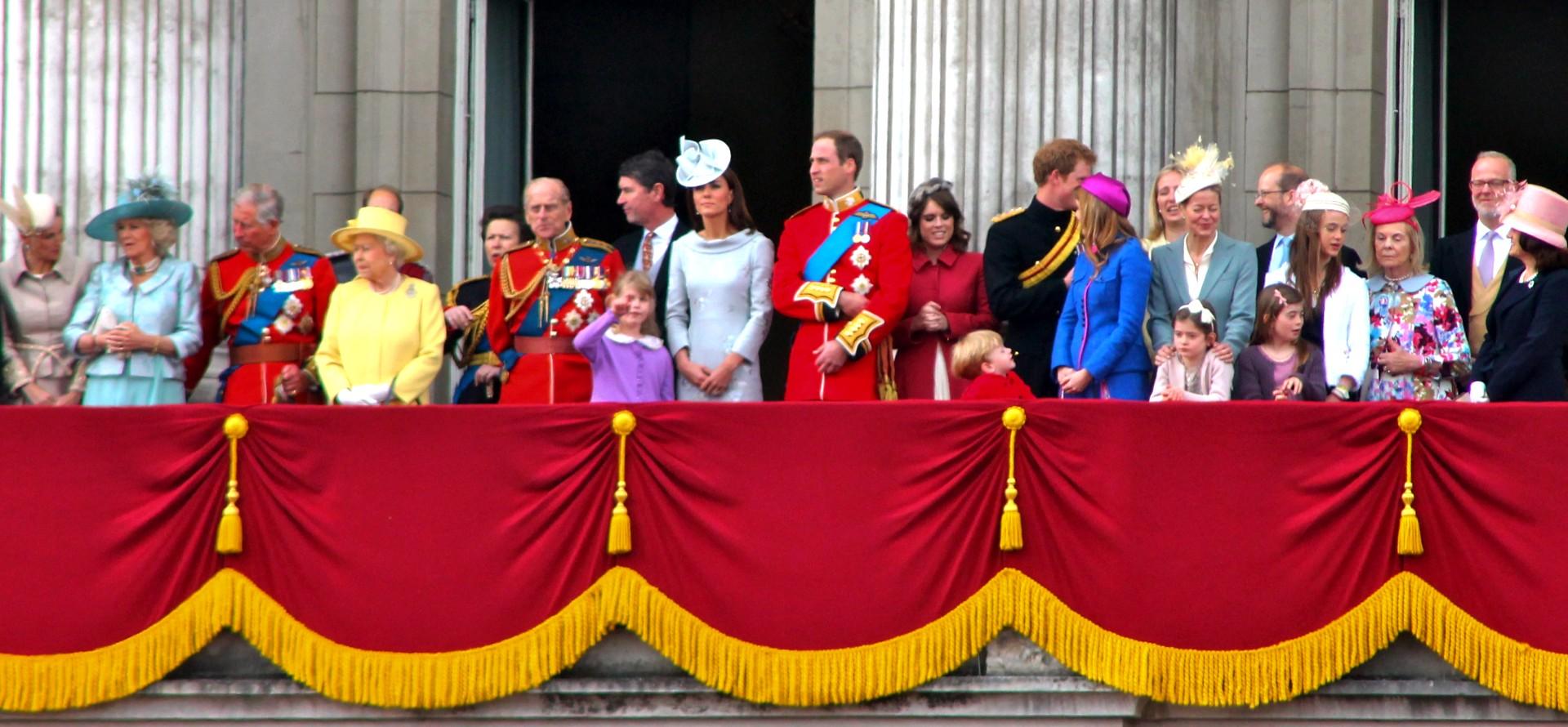Tak mieszka brytyjska rodzina królewska. Widok niewyobrażalnych luksusów wbije was w ziemię (Zdjęcia)