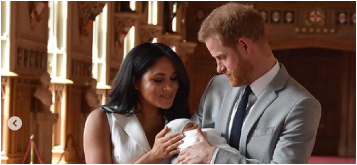 Harry spalił się ze wstydu, Meghan się wściekła i obraziła. Elżbieta II zażartowała z wyglądu Archiego
