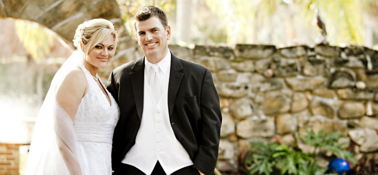 Widok zdjęcia sprzed ślubu jest dla niej koszmarem. Teraz widzi szczegół, który mógł zapobiec tragedii