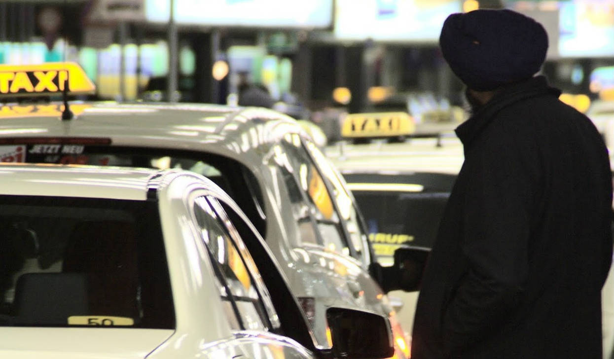 """Bezpieczeństwo? Szefowi związku taksówkarzy wymsknęło się, o co chodzi. """"Oni mają pieniądze"""""""