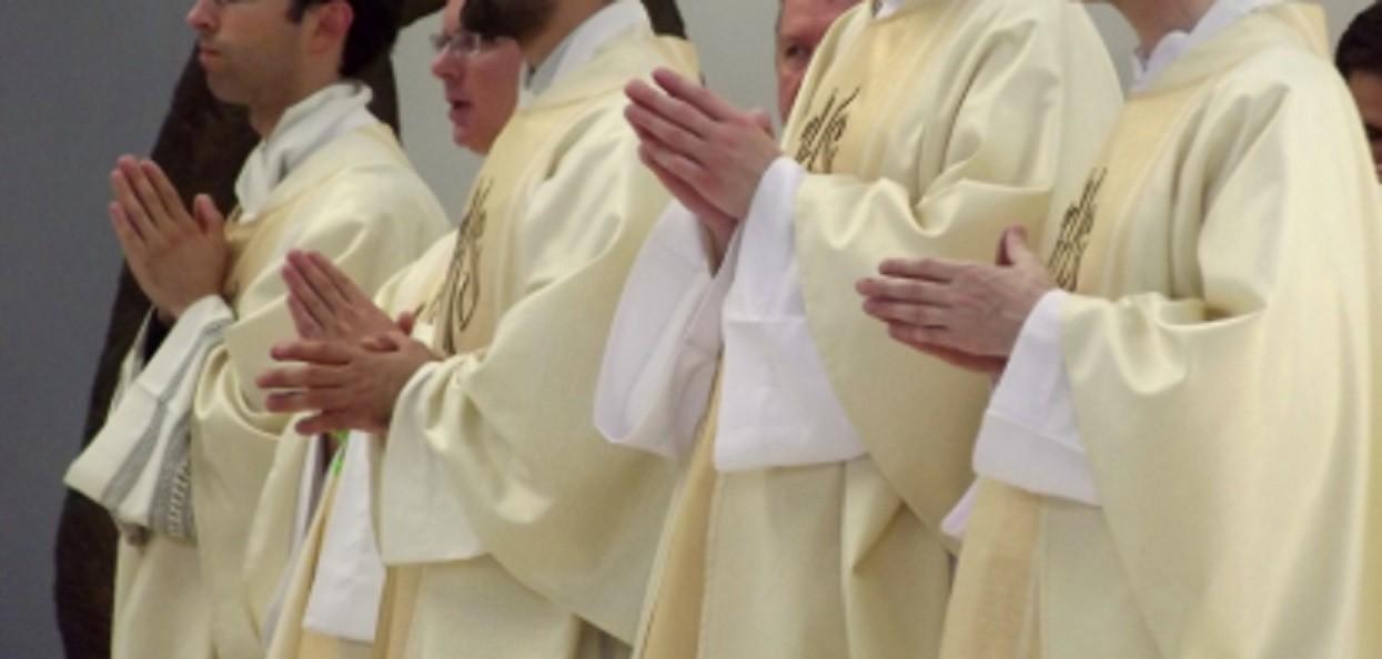 """Episkopat wydaje oświadczenie w sprawie filmu Sekielskiego. """"Musimy chronić dzieci i młodzież"""""""