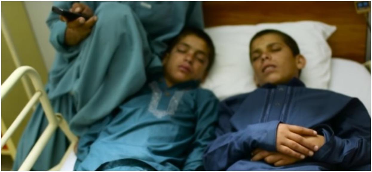 """Za dnia są zwykłymi chłopcami. Lekarze na całym świecie nie rozumieją dlaczego w nocy """"robią się martwi"""""""