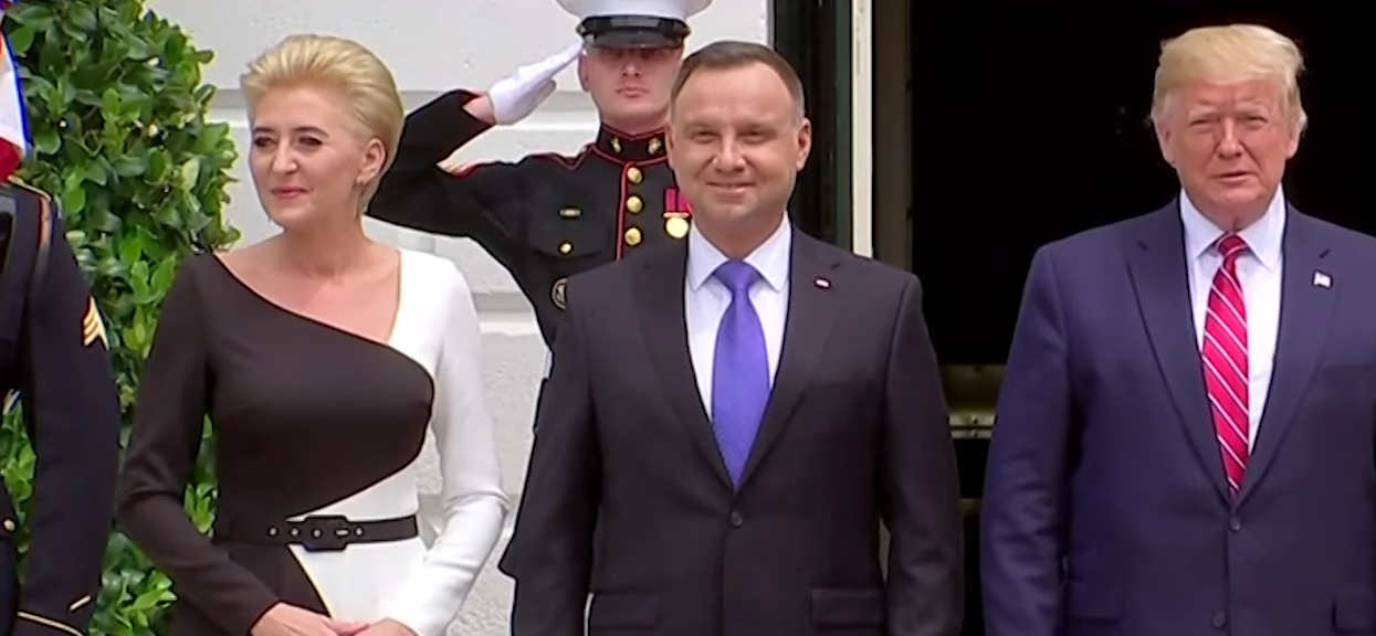 Lepiej usiądźcie. Wiemy, ile Agata Duda wydała na sukienki, w których zaprezentowała się przy Melanii Trump