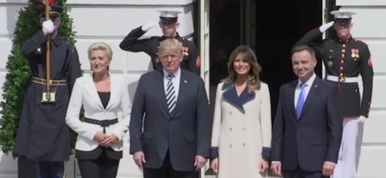 """Amerykańskie media o Andrzeju Dudzie: """"Sprawnie MASUJE ego Trumpa"""""""