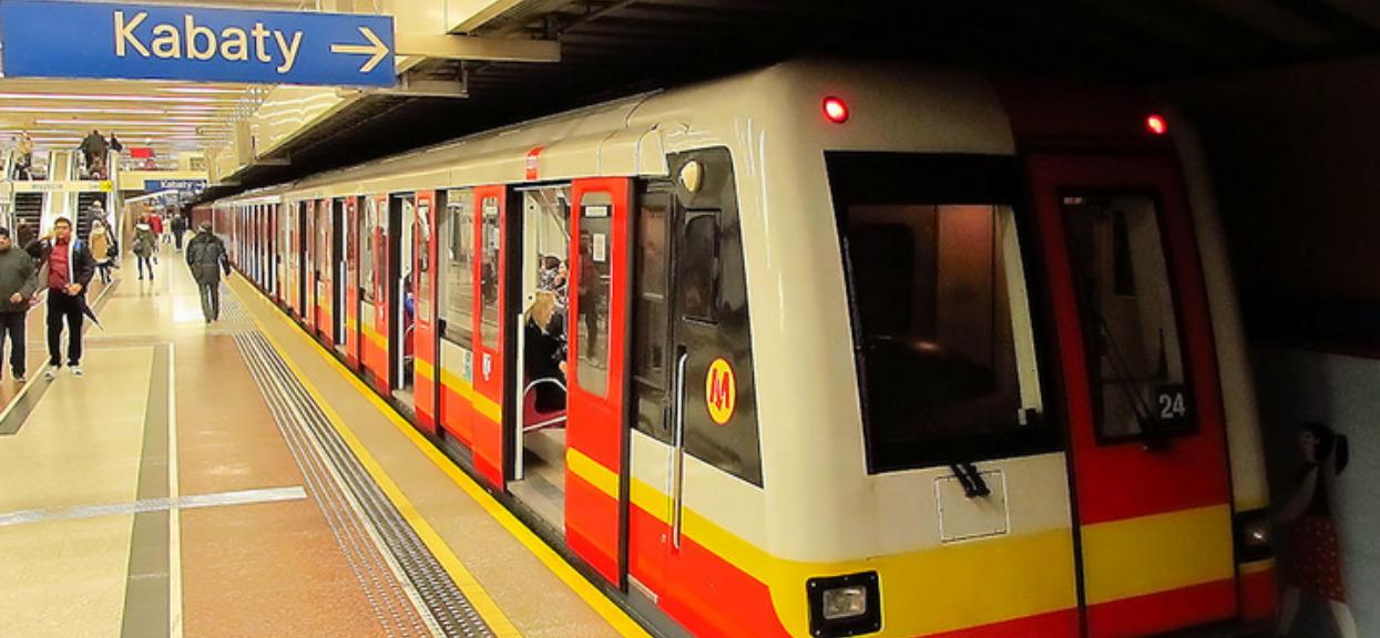 Pilny alarm polskiej policji. Niebezpieczny zboczeniec grasuje przy metrze, próbuje gwałcić i dusić kobiety