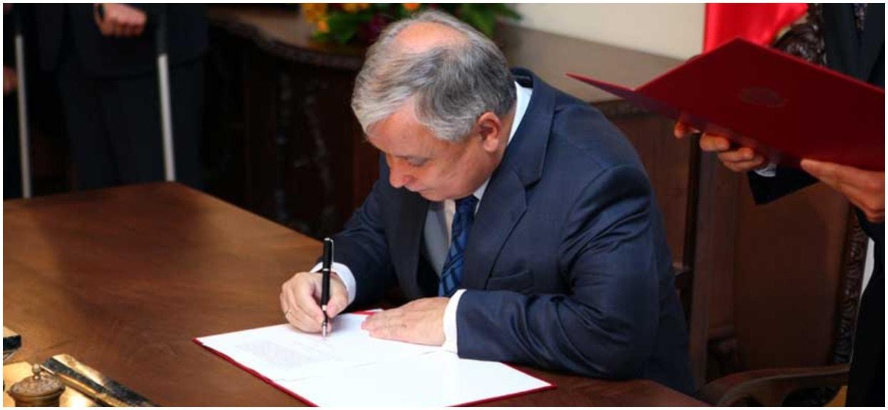 Zdjęcie błyskawicznie okrążyło sieć. Dokładnie pokazuje, czy Lech Kaczyński pił w Magdalence z komunistami