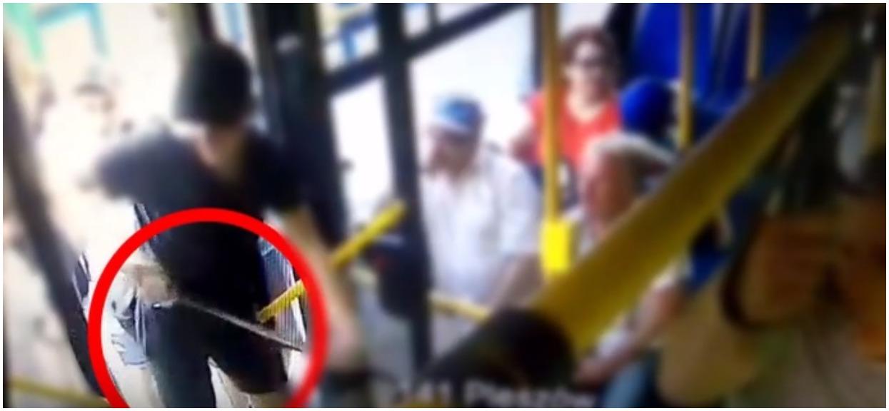 Kraków: Bandyci z maczetami zaatakowali niewinnych nastolatków w autobusie