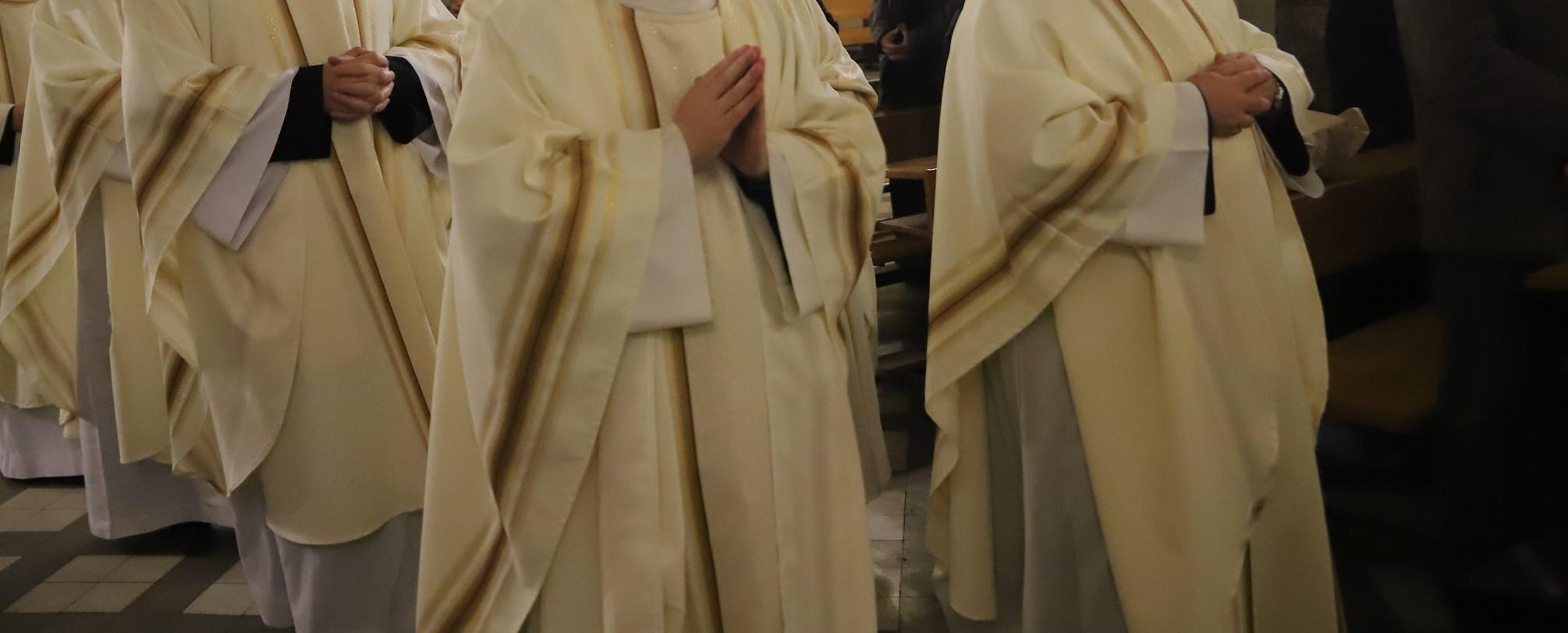 Ksiądz skazany za molestowanie grozi biskupowi. Chce go pozwać