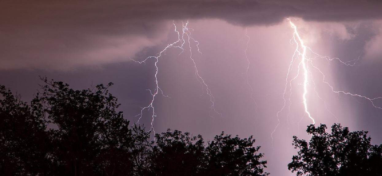 Mieszkańców 3 województw dzisiaj może czekać nieprzespana noc. Niepokojąca prognoza pogody, dynamiczna zmiana frontów