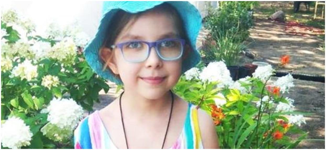 7-letnia Krysia sprzedaje namalowane przez siebie obrazy, by ratować życie koleżanki chorej na nowotwór. Ta historia rozrywa serca