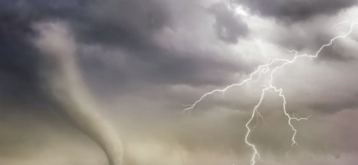 Uważajcie na silne gradobicia i nagłe wichury podczas burz. Prognoza pogody na sobotę dla tych miejscowości niepokoi