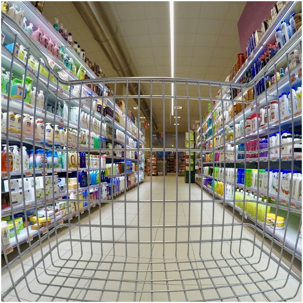 Kolejne grupowe zwolnienia w dużej sieci supermarketów w Polsce. Uwielbiany dyskont już niedługo zniknie z naszego kraju?