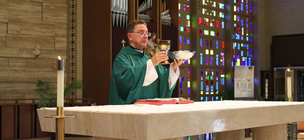 W trakcie porannej mszy do kościoła wtargnął mężczyzna z siekierą. Wiadomości z północy Polski obiegają media