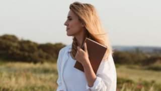 Kasia Tusk wydała na ręcznik tyle, ile niektórzy zarabiają w ciągu kilku miesięcy. Kwota zwala z nóg