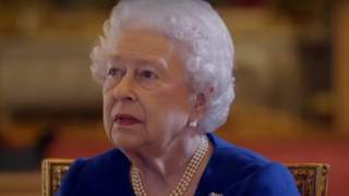 Świadkowie zamarli. Królowa Elżbieta publicznie uderzona w twarz szalikiem, zdjęcie w sieci