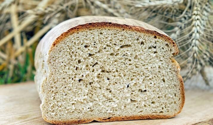 Nigdy nie kupuj w sklepie tego popularnego chleba. Może być silnie rakotwórczy