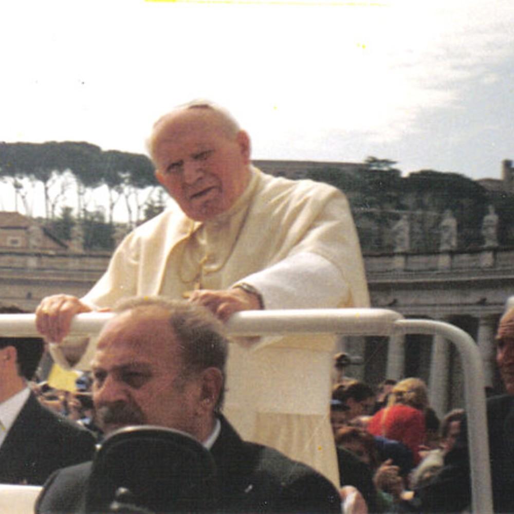 """Straszna wizja Jana Pawła II. Płakał i błagał o ratunek. """"Z Polską staną się straszne rzeczy"""""""