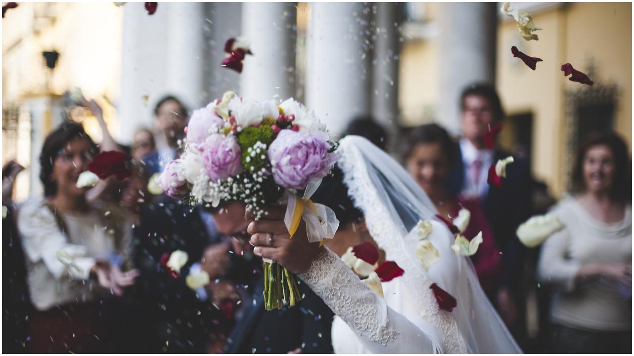 Zgromadzeni podczas ślubu nie mogli uwierzyć, ksiądz zasnął w środku mszy. Jednak najgorsze nadeszło, kiedy się obudził