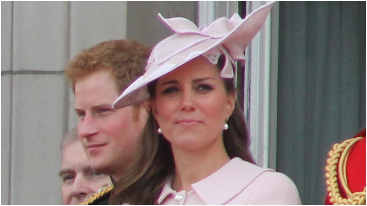 Księżna Kate zapłakana, roztrzęsiona i wściekła. Nowe, szokujące doniesienia z brytyjskiego dworu