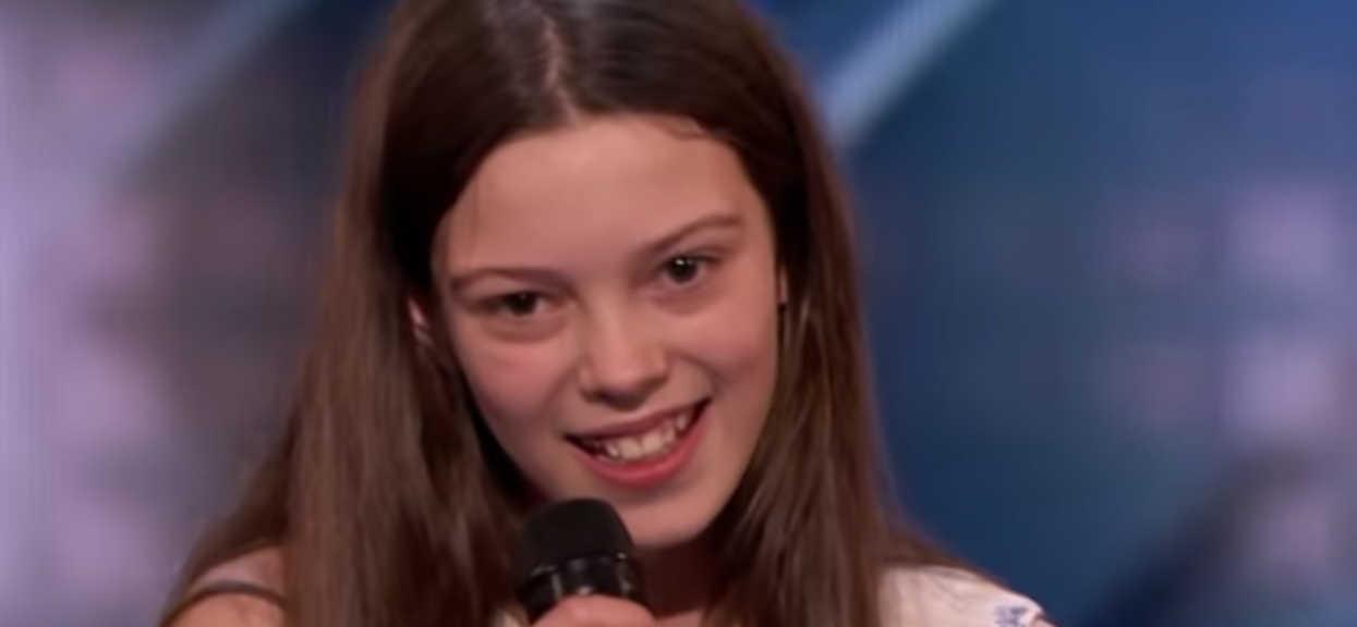 """Zdenerwowana 13-latka pojawiła się w """"Mam talent"""". Chwilę później dała popis, o którym mówi cały świat"""
