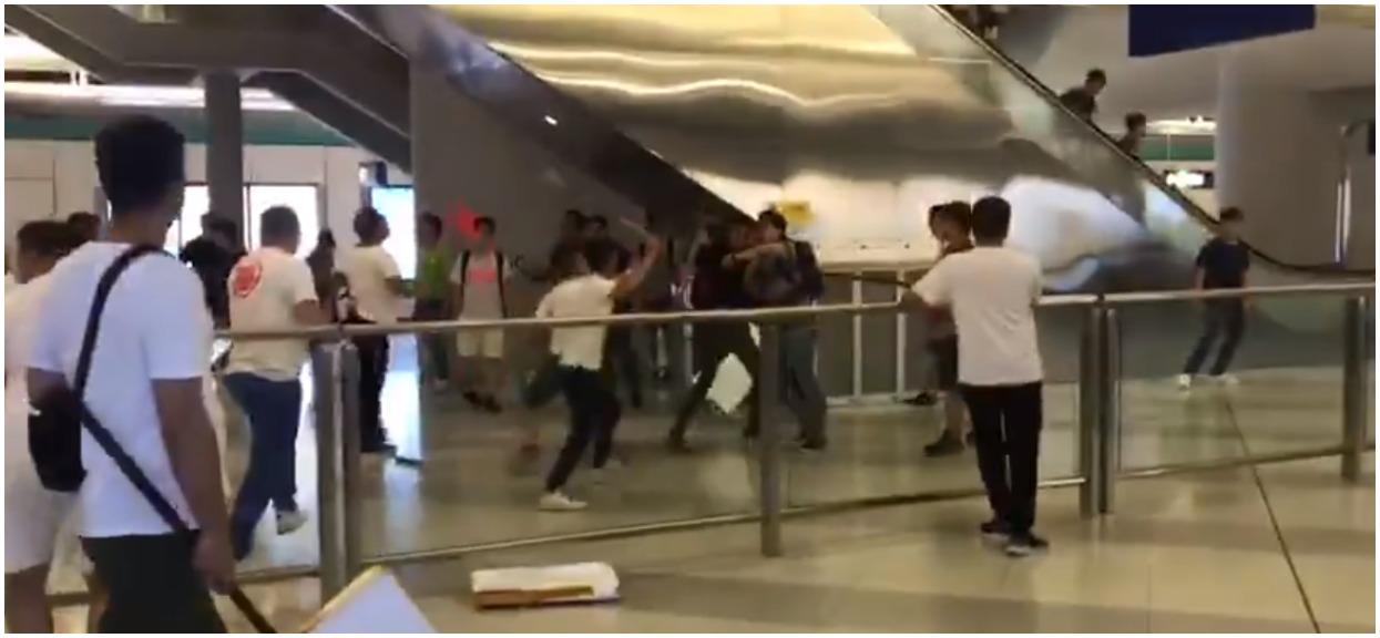 Kilkadziesiąt osób rannych po ataku w metrze w Hong Kongu