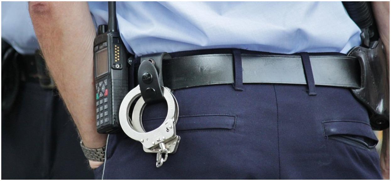 Policjant pomylił świadka ze swoim kochankiem z Internetu. Niewiarygodne sceny na komisariacie