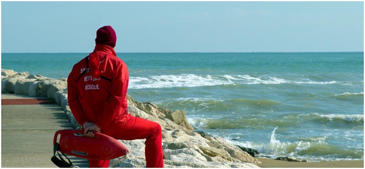 Rodzice na chwilę spuścili z oka dziecko nad morzem. Chwilę później malucha porwał prąd, tylko szczęśliwy przypadek sprawił, że nadal żyje
