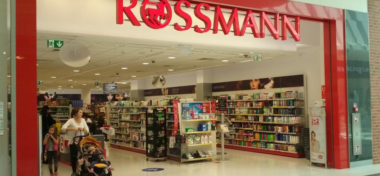 Rossmann wjeżdża z szałową promocją na lato. To przyda się każdemu z was, Polacy będą szturmować sklepy