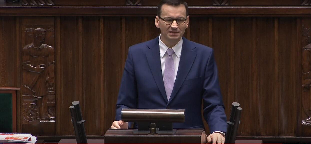 """Morawiecki twierdzi, że PiS naprawiło służbę zdrowia. """"Zamykane oddziały, dłuższe kolejki do lekarzy, strajki"""""""