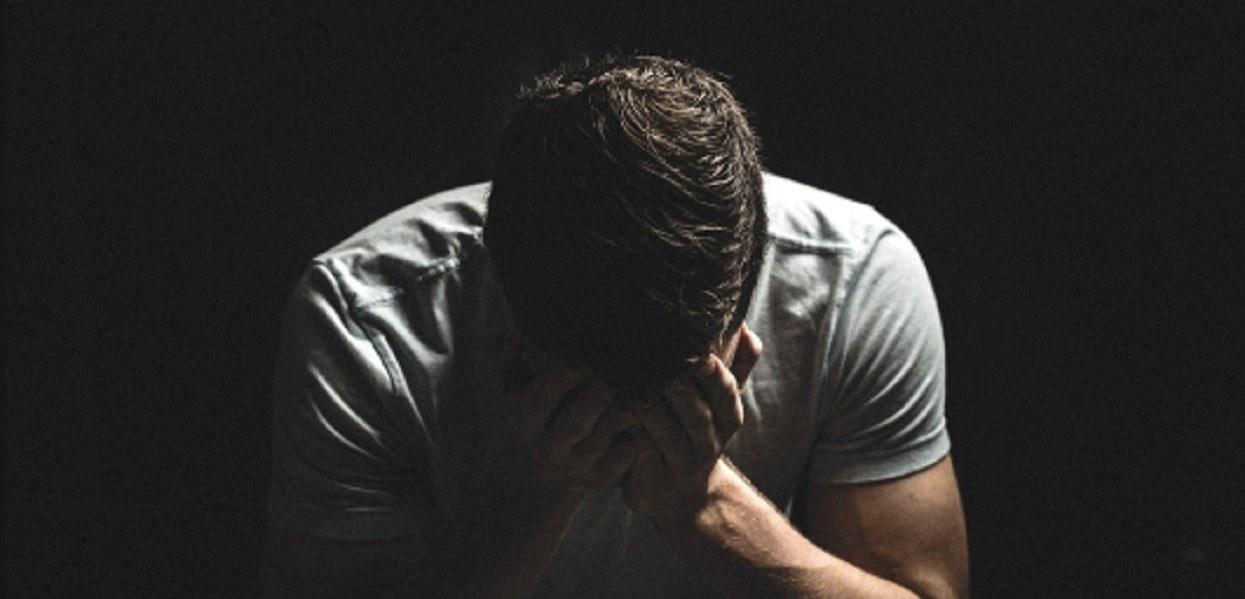 Żona miesiącami zdradzała męża. Zaplanował mistrzowską zemstę przy rodzinie, upokorzył kobietę