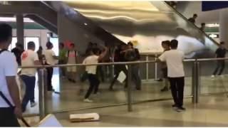 Dramatyczne sceny w metrze w Hong-Kongu. Kilkadziesiąt osób rannych, jedna w stanie krytycznym