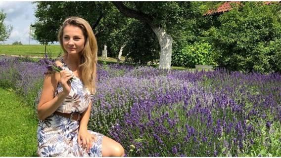 Małgorzata Socha publikuje zdjęcie w płaszczu przeciwdeszczowym