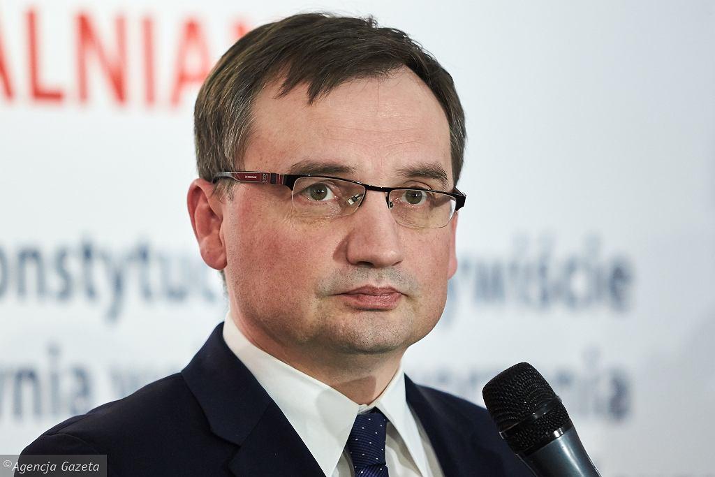 Prawie 60% Polaków chce dymisji Ziobry. Złe informacje dla Kaczyńskiego