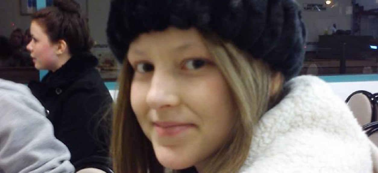 Po śmierci 12-letniej córki ojciec zaczął sprzątać jej pokój. Ściągnął lustro i przeżył prawdziwy wstrząs
