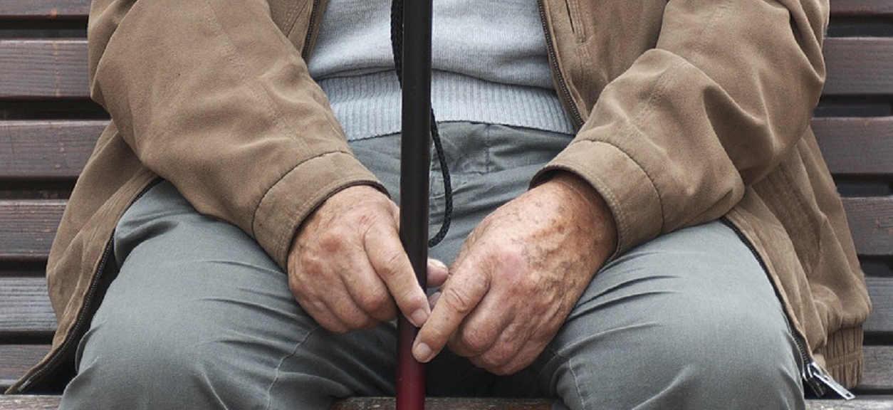 Dziadek odwiedził wnuczkę po poważnej operacji. Kiedy ją zobaczył zrobił jedną rzecz, której nikt się po nim nie spodziewał