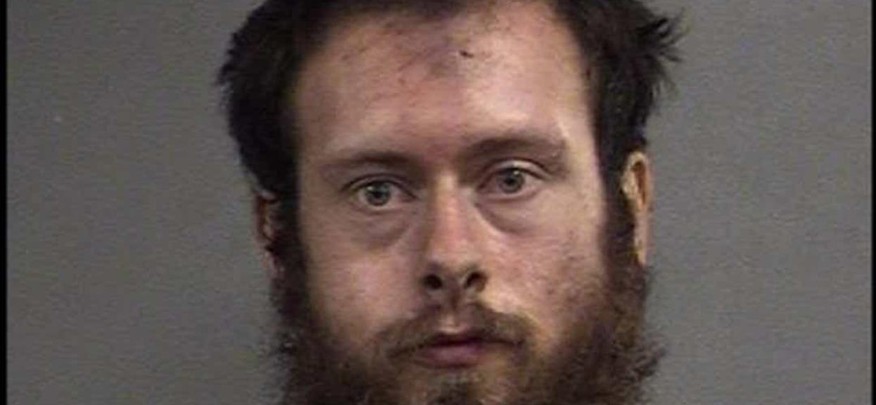 W biały dzień skatował i brutalnie zgwałcił 8-latkę. Dzień wcześniej sąd zwolnił go do domu