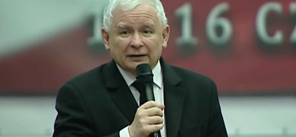 Kaczyński zwołał specjalną naradę, Morawiecki musiał czekać. Kuchcińskiemu wali się grunt pod nogami
