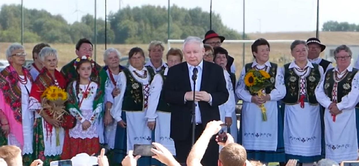 Takiego Kaczyńskiego już dawno nikt nie widział. Śmiał się i żartował z rozmiarów swojej głowy