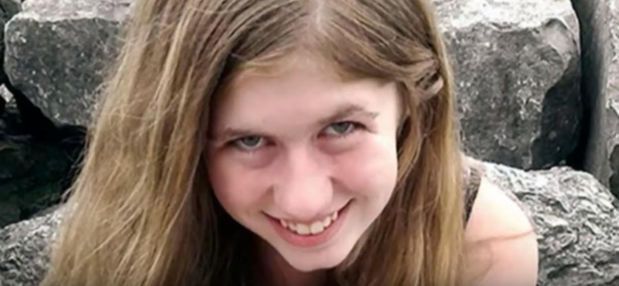 Widziała śmierć rodziców, zniewolona przez 88 dni. Policja przyjechała po 4 minutach, ale było już za późno