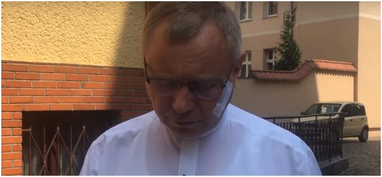 Pobity ks. Ziejewski obnażył kłamstwa TVP. Stacja zmanipulowała informacje o ataku w Kościele