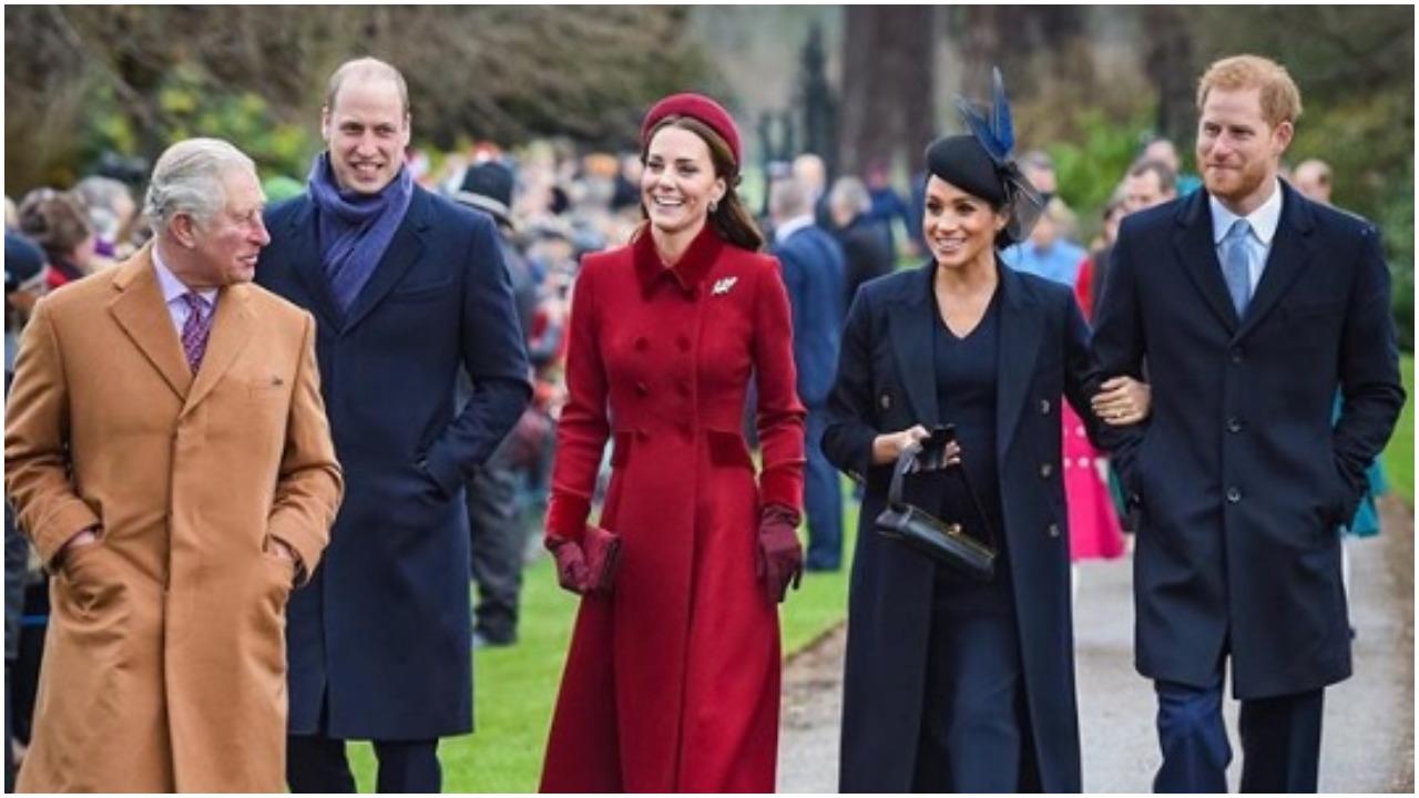"""Wszystko działo się w obecności nieświadomych pasażerów. Księżna Kate z mężem """"przypadkiem"""" wbiła szpilę Meghan Markle"""