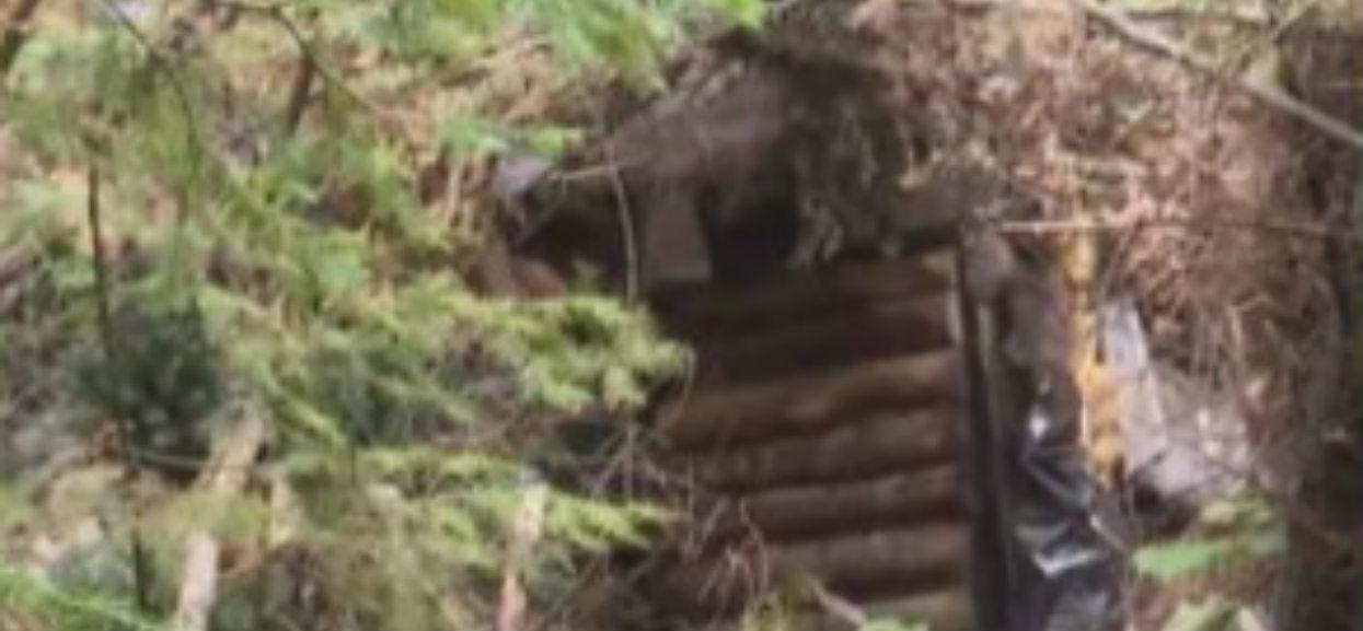 Znalazł drzwi w leśnej skarpie. Uchylił je, a gdy zobaczył kto tam się kryje, zamarł z przerażenia