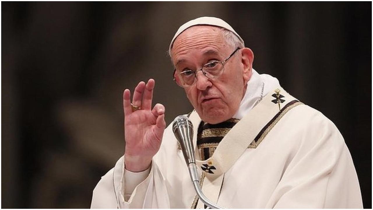Znienacka w kierunku papieża Franciszka z tłumu ruszyła mała dziewczynka. Nagle Ojciec Święty wyrzekł 4 słowa