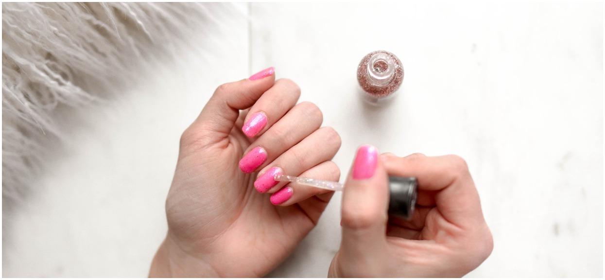 Poszła do kosmetyczki zrobić sobie paznokcie. Kiedy ta zobaczyła jej dłonie, odmówiła wykonania usługi