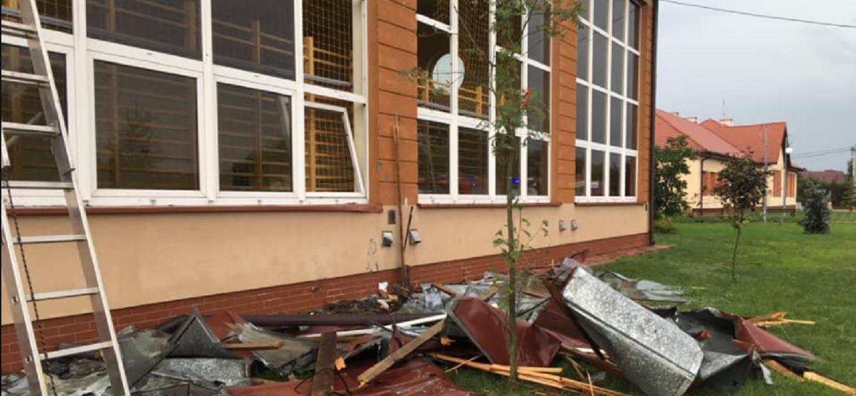 Trąba powietrzna, zerwane dachy, połamane drzewa i zalane budynki. Prawie 500 interwencji strażaków w całej Polsce