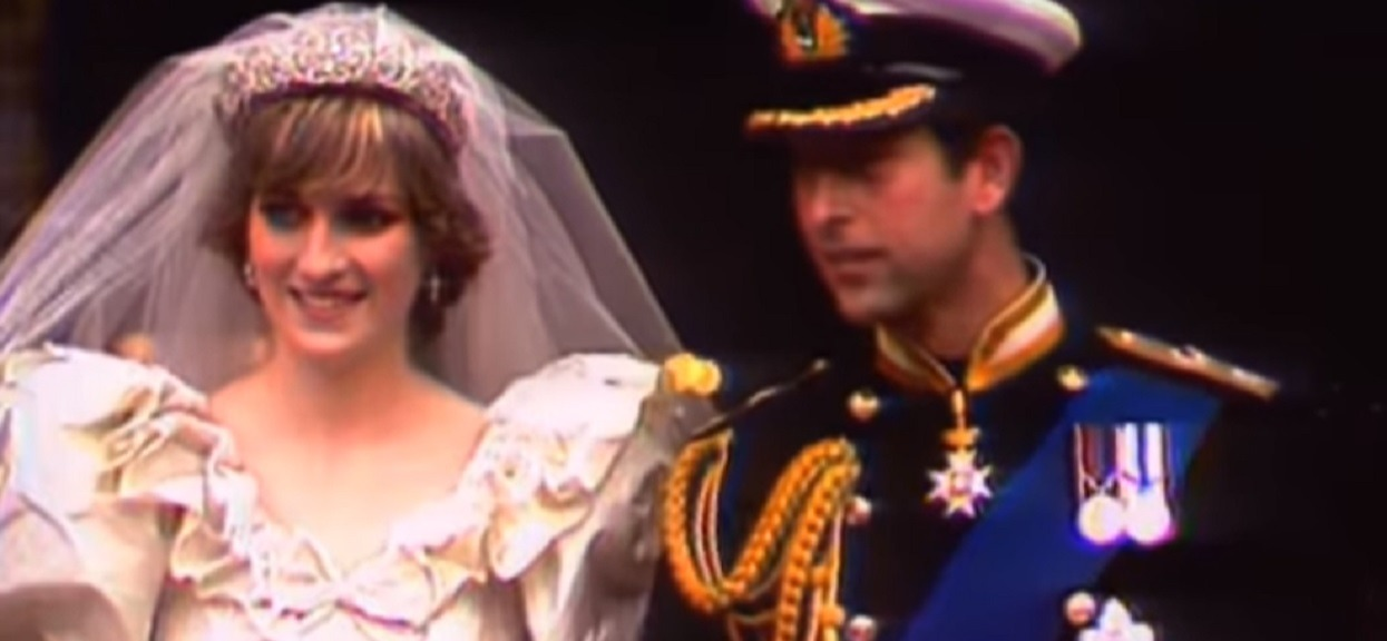 """Paskudne kulisy zaręczyn księżnej Diany i Karola. Chwilę po tym, jak powiedziała """"tak"""" książę wykonał telefon, który pozostał w niej do końca"""
