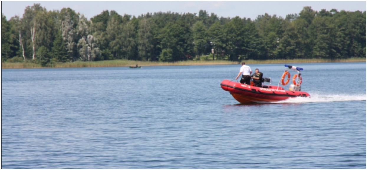 """Mężczyzna zauważył wystającą z brzegu rzeki """"dłoń"""". Nurkowie nie spodziewali się tego, co wyjmą z wody"""