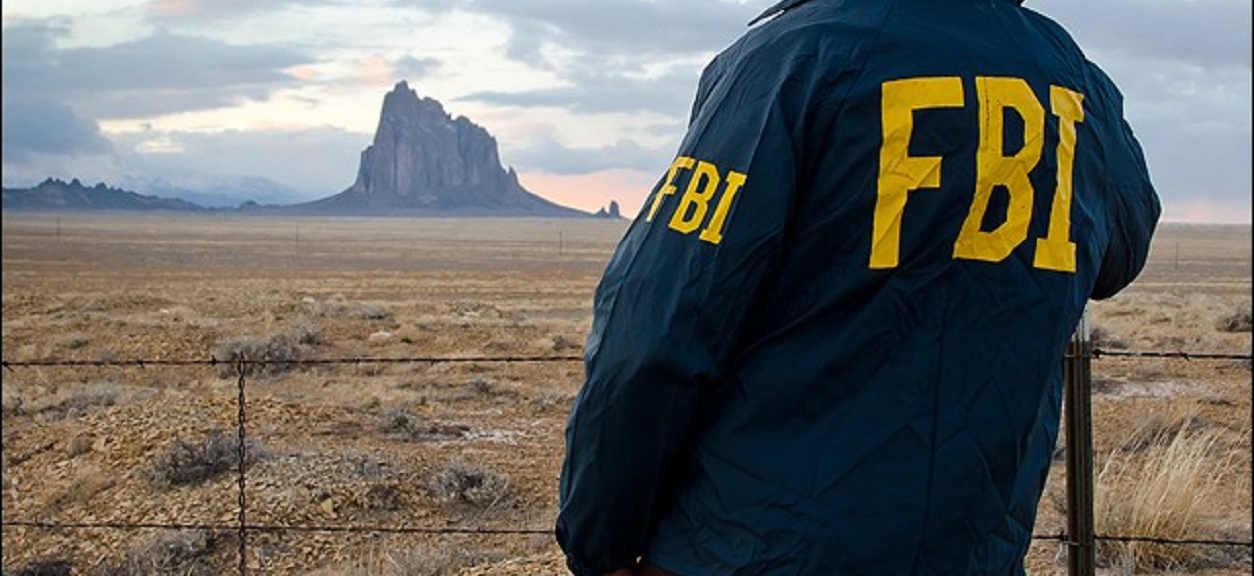FBI uderza w brytyjską rodzinę królewską! Jej członek miał molestować małych chłopców