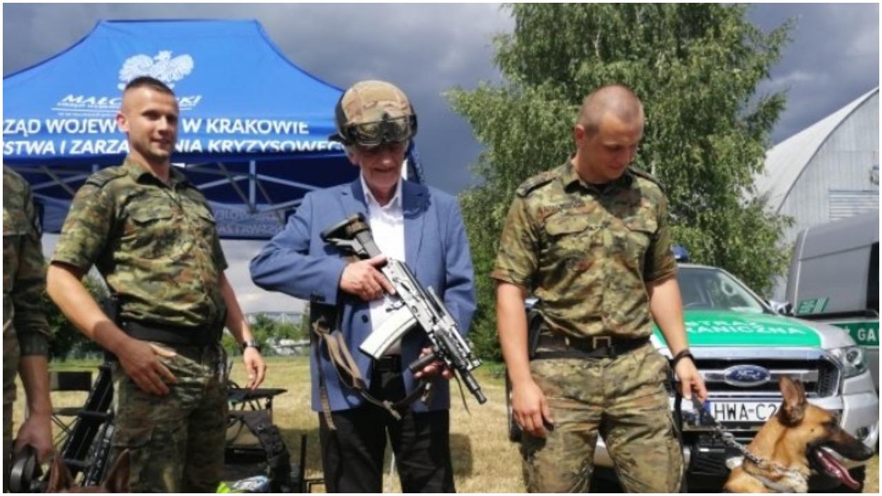Ryszard Terlecki udaje komandosa